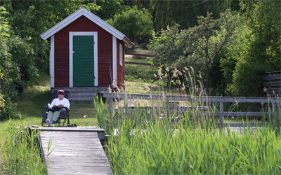 Lakeside holiday with landing stage and bathing hut
